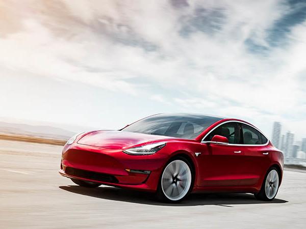 Tesla Model 3 : Un hacker découvre un modèle à 100 kWh et le mode Ludicrous