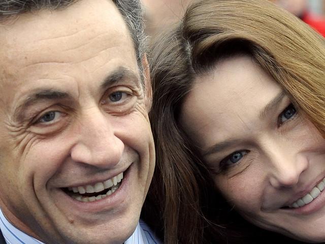 """Carla Bruni se confie sur ses """"rapports sexuels fantastiques"""" avec Sarkozy et sur son féminisme"""
