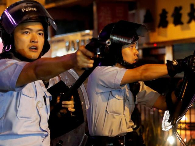 Hong Kong: la police tire avec une arme à feu, une première