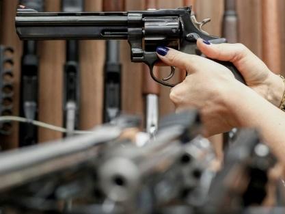 Bolsonaro se félicite de l'enregistrement accru d'armes à feu au Brésil