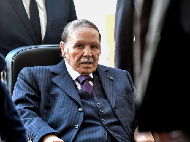 Le président algérien Abdelaziz Bouteflika renonce à briguer un cinquième mandat