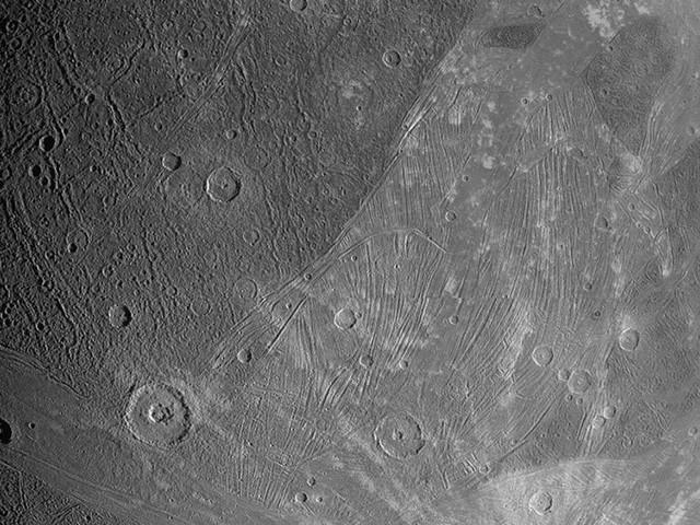 Les premières photos prises par Juno de Ganymède, la lune géante de Jupiter