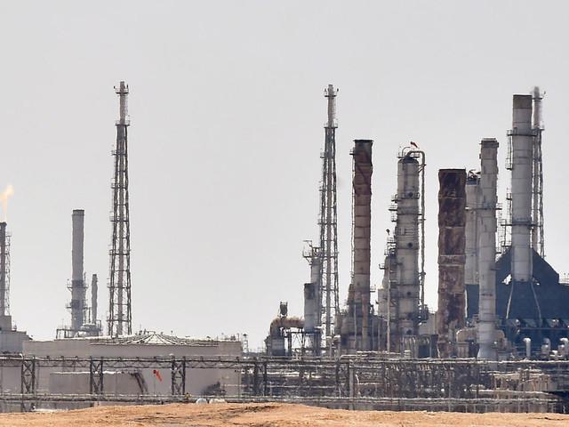 Le géant saoudien Aramco lève 12,4 milliards de dollars avec un accord sur ses oléoducs