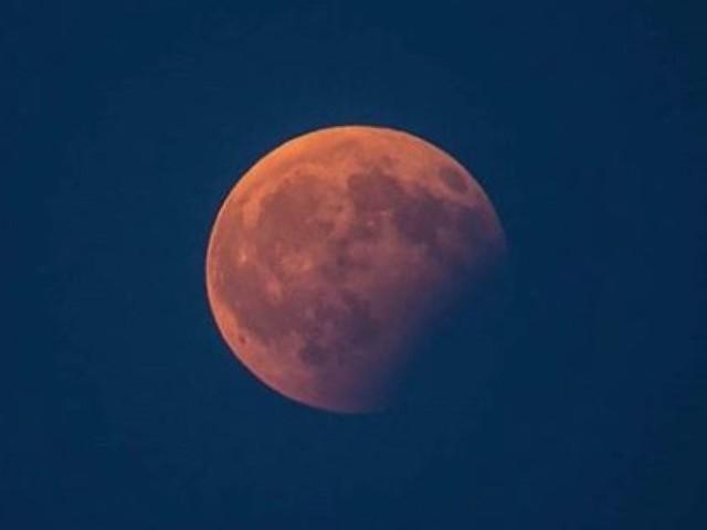 Éclipse partielle de la Lune: les images de ce phénomène rare, vu des réseaux sociaux