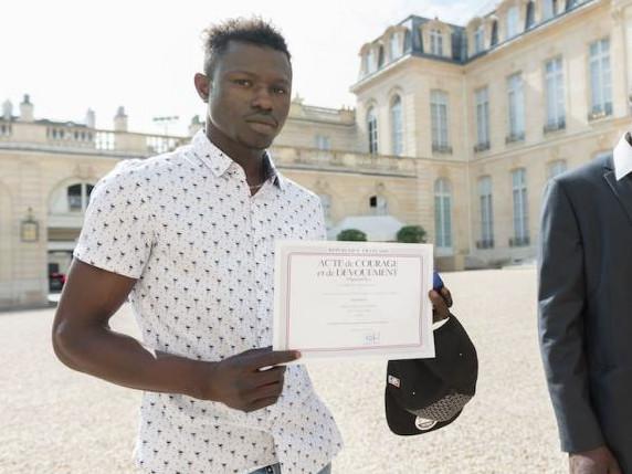 Le père de l'enfant sauvé par Mamoudou Gassama condamné à 3 mois de prison avec sursis