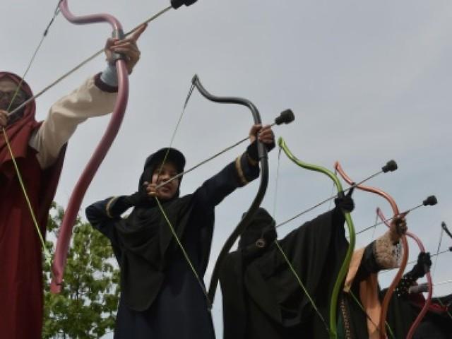 """En Indonésie, une """"brigade du niqab"""" pour défendre le port du voile intégral"""