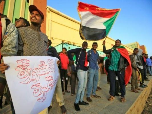 Le Soudan fête sa révolution, réclame «justice pour les martyrs»