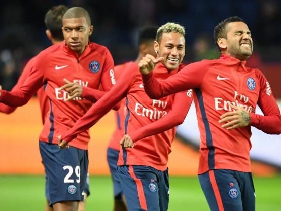 Foot - L1 - PSG - Dani Alves (PSG) : «Kylian Mbappé me fait penser à Thierry Henry»