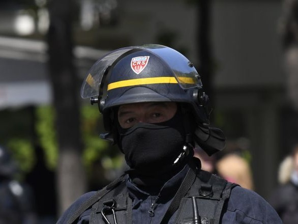 Des affrontements entre pompiers et CRS filmés le 5 décembre à Lille - vidéo