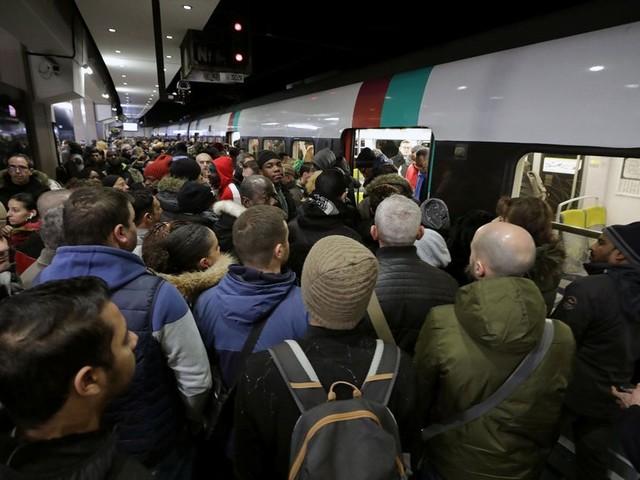 Les transports toujours perturbés à l'aube d'une nouvelle journée de manifestation