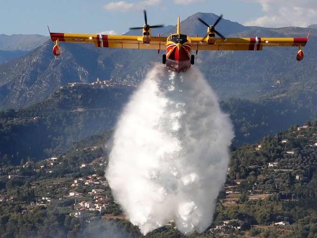 Environ 900 hectares de pinède détruits par un feu en cours près de Carcassonne