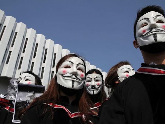 La décision de la justice de Hong Kong sur les masque dans les manifestations irrite Pékin