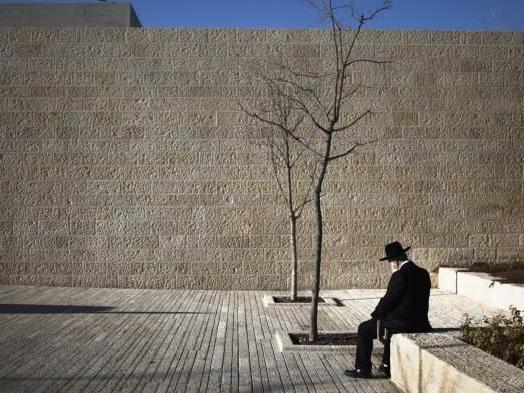 """""""Pour apprendre, il faut lire de vous-même"""": dans les Territoires palestiniens, la Shoah reste peu (ou pas) enseignée à l'école"""