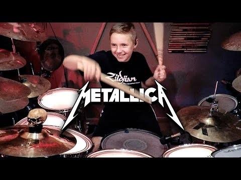 Un jeune fan de Lars Ulrich (Metallica) vient de marcher dans les pas de son illustre idole en signant à...
