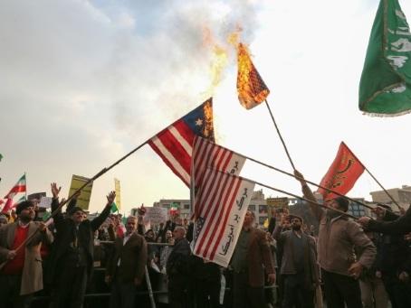 """""""Au moins 143"""" morts: Amnesty publie un bilan aggravé de la contestation en Iran"""