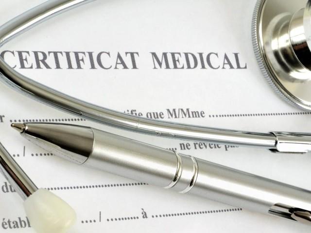 """Coronavirus : les médecins n'ont pas à établir de certificat médical de """"non contre-indication au retour à l'école"""" pour les enfants"""