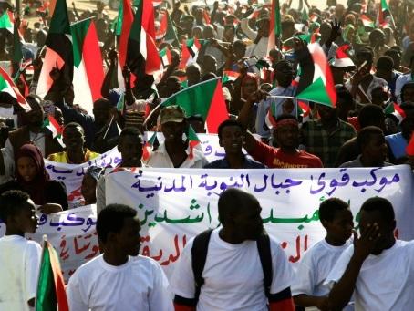 Grande manifestation prévue à Khartoum pour maintenir la pression sur les militaires