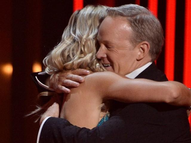 """Donald Trump """"fier"""" de Sean Spicer éliminé de """"Danse avec les stars"""""""