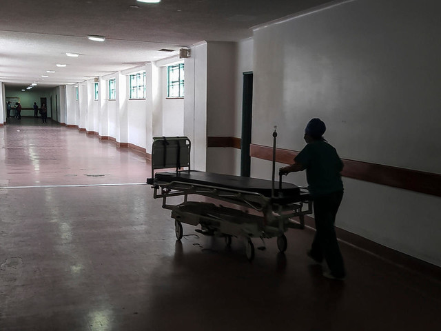 """""""Salaire de la faim"""" et abnégation dans les hôpitaux vénézuéliens"""