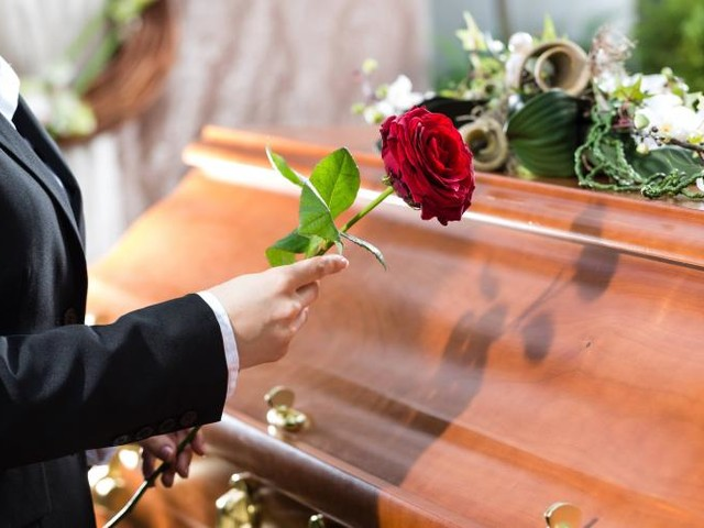 Sida. L'interdiction des soins funéraires pour les séropositifs est levée