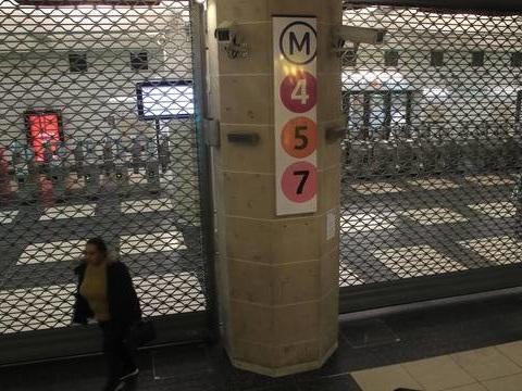 Grève dans les transports: Le trafic totalement interrompu sur 14 lignes de métro à Paris ce dimanche