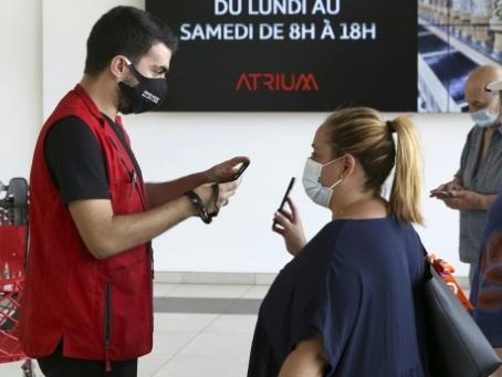 Le pass sanitaire dans les centres commerciaux suspendu dans plusieurs départements