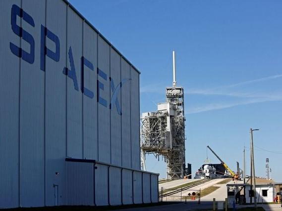 Le patron de SpaceX tempère les attentes pour son lanceur lourd Falcon Heavy
