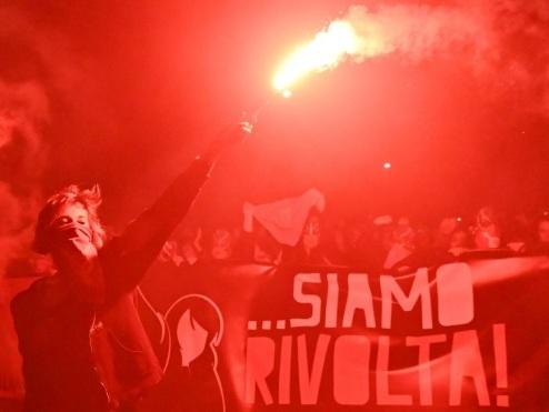 """A Rome, une manifestation pour """"non"""" aux violences contre les femmes"""