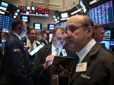 Wall Street ouvre en légère hausse en attendant un discours de Trump