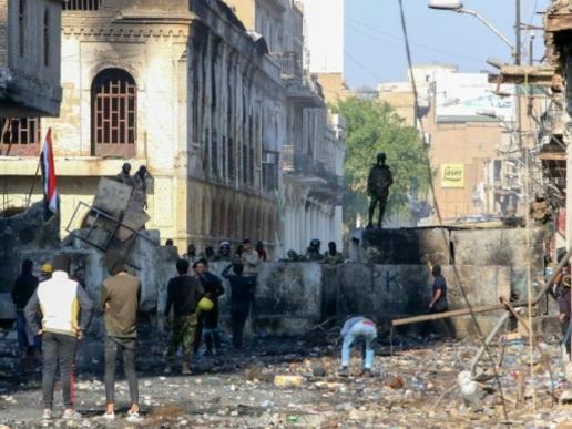 Les Irakiens restent dans la rue malgré un engagement du Premier ministre à partir