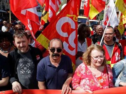 La CGT veut faire «converger les luttes» face à Macron, 130mobilisations en France