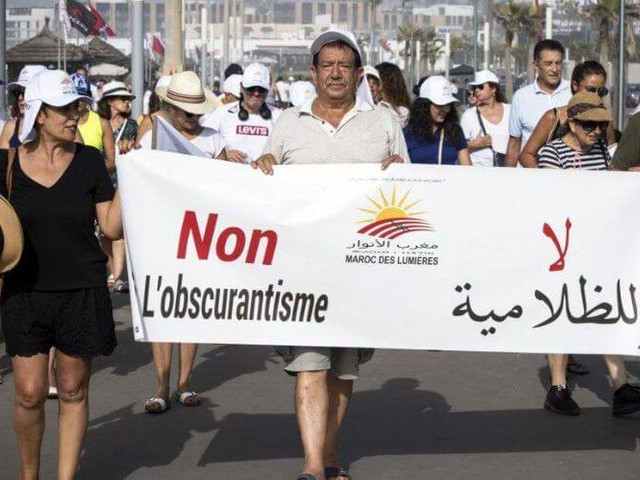 """Les Marocains marchent en """"short"""" contre """"l'obscurantisme"""""""