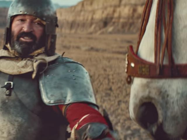 """Beirut se la joue Don Quichotte dans le clip de son nouveau morceau """"Landslide"""""""