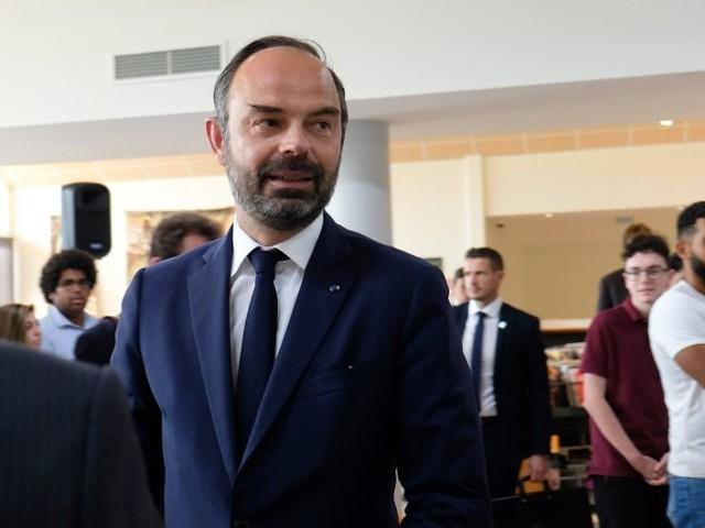 """Augmenter les taxes sur le carburant, c'est pour """"libérer"""" les Français, plaide Edouard Philippe"""
