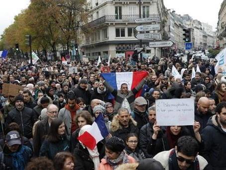 Marche anti-islamophobie: indignation après le port d'une étoile jaune par une fillette