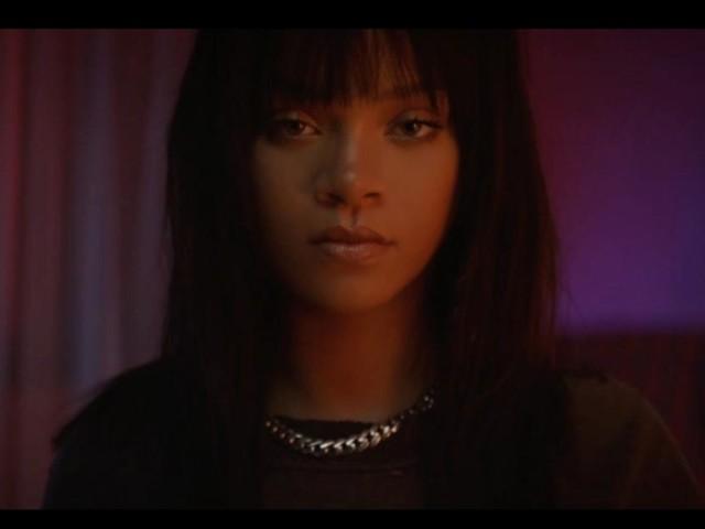 Rihanna : Lemon, sa collaboration avec N*E*R*D lui fait battre Madonna et un nouveau record dans les charts
