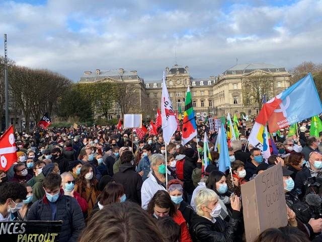Loi sécurité globale : plusieurs milliers de manifestants en France
