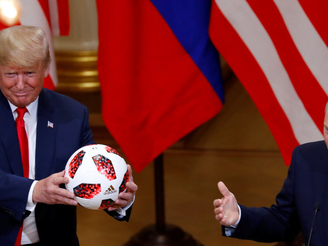 Donald Trump aura gardé 19 secondes le cadeau de Vladimir Poutine