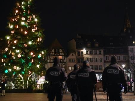 Un an après, Strasbourg rend hommage aux victimes de l'attentat du marché de Noël