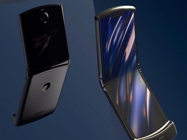 Motorola est de retour et lance le Razr, son smartphone à clapet et écran pliable
