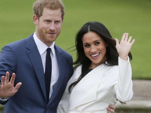 """""""C'est insultant"""" : un Républicain britannique analyse le retrait d'Harry et Meghan de la famille royale"""