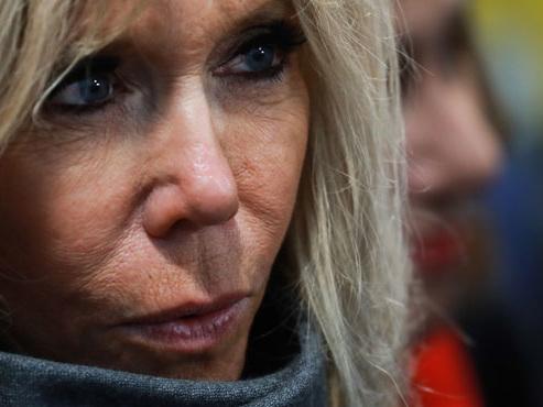 """""""Je traverse la rue, du travail je vous en trouve"""": Brigitte Macron revient sur la phrase controversée du président"""