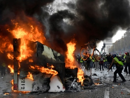 """Acte 3 des """"gilets jaunes"""" avec les Champs-Elysées pour épicentre"""