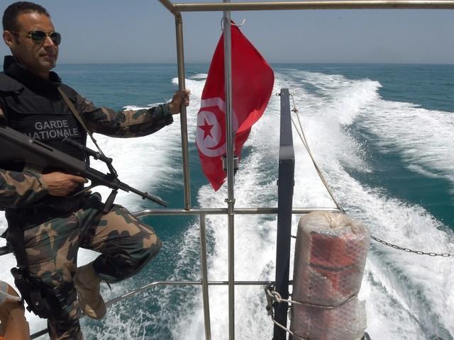 Collision entre un bateau de migrants et un navire de la Marine nationale: Bilan et déclarations