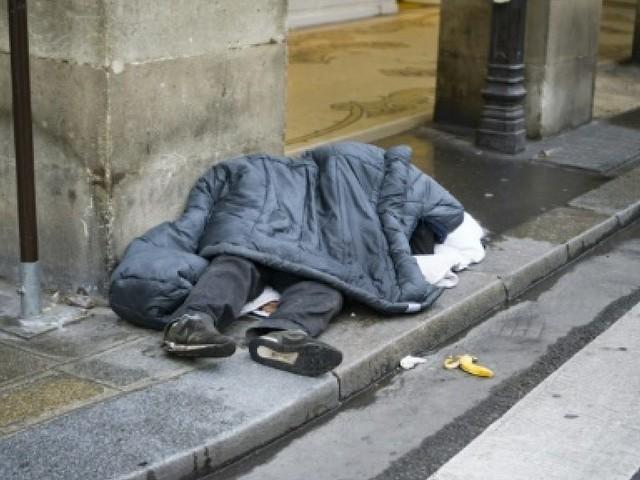 Légère baisse du taux de pauvreté en 2016, selon l'Insee
