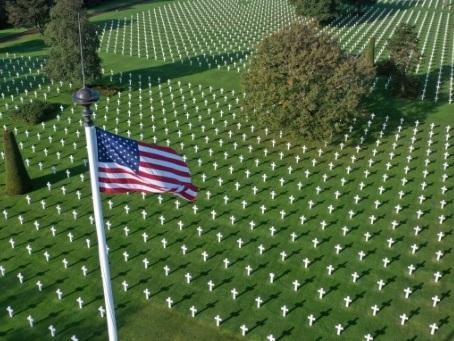 Les cimetières de guerre normands, des lieux de mémoire très fréquentés