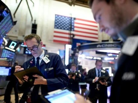 Wall Street ouvre en baisse au lendemain de nouveaux records