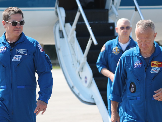 """Premier vol habité de SpaceX : """"Quand on vous parle 'espace', la référence n'est plus la Nasa, mais Elon Musk"""""""