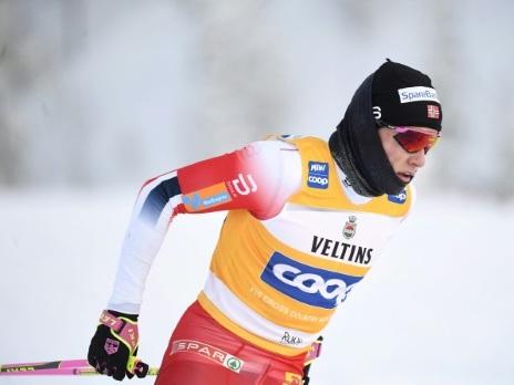 Ski de fond: Klaebo et Lampic gagnent encore, suspense total au classement du Tour de ski