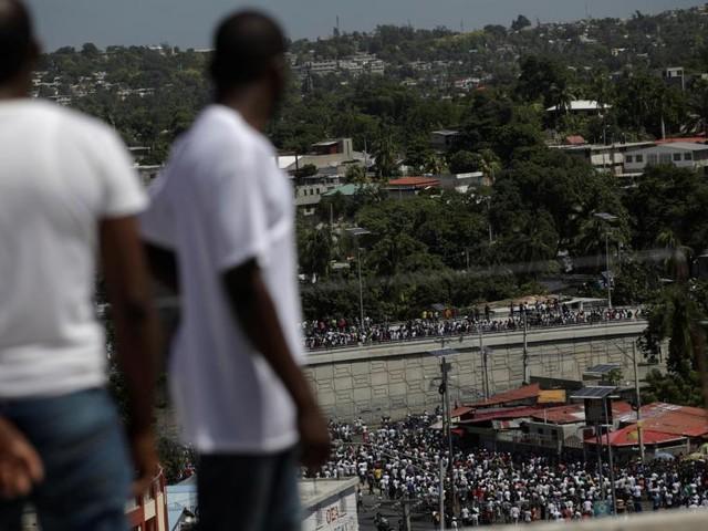 Haïti: des artistes se mêlent à une manifestation pacifique à Port-au-Prince